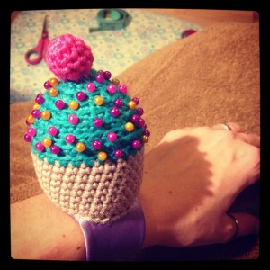 Cupcake pincushions look cute!