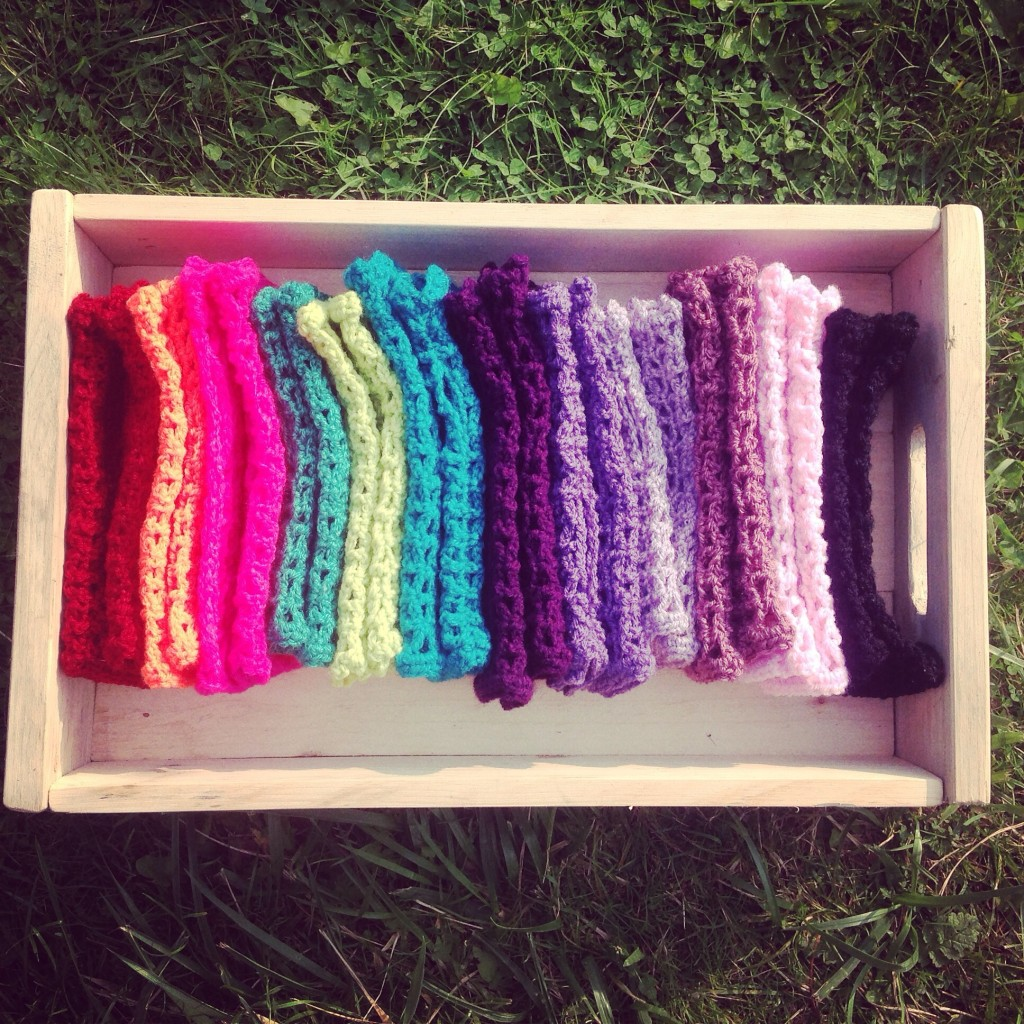 Crochet fingerless gloves in upcycled pallet tray